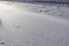 Frakta drevflyttningar på den hög hastigheten i vinter efter tungt snöfall Delvist obetydlig rörelsesuddighet Ryssland royaltyfria foton