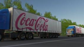 Frakta halva lastbilar med cocaen - colalogoen som kör längs skogvägen Redaktörs- tolkning 3D Fotografering för Bildbyråer