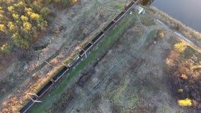 Fraktdrev från en höjd, ett fraktdrev som kommer in i stationen, surret som flyger över fraktdrevet lager videofilmer