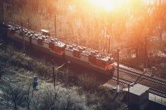 Fraktdrev, järnväg vagnar, trans. och järnväg, logistiskt begrepp för industriell sändnings royaltyfri bild