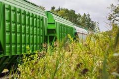 Fraktvagnar och behållare Royaltyfria Foton