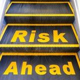 framåt risk arkivfoton