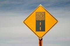 framåt slut stenlade vägmärket Royaltyfri Fotografi