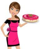 Framboesas do bolo de queijo do cozinheiro da mulher isoladas Fotografia de Stock Royalty Free