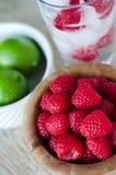 Framboesas e bebida flavored cal Fotografia de Stock