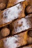 Framboises et noix faites maison de strudel aux pommes Photo stock