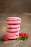 Framboos macarons Stock Afbeelding