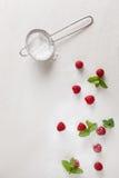 Frambozen in een stapel van suiker Stock Foto