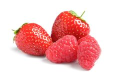 Frambozen en aardbeien op witte achtergrond Royalty-vrije Stock Foto