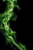 frambragte den svarta burning oklarheten för abstrakt bakgrund utmärkt grön rökelse som looksrökgift Royaltyfria Foton