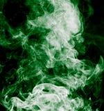 frambragte den svarta burning oklarheten för abstrakt bakgrund utmärkt grön rökelse som looksrökgift Arkivfoto