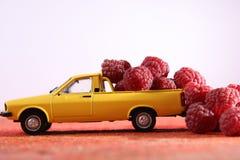 Frambuesas en un coche Foto de archivo