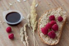 Frambuesas y oídos del pan Fotografía de archivo libre de regalías