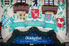 Framdel av den Biergarten restaurangen på Epcot i Orlando, Florida Royaltyfria Bilder