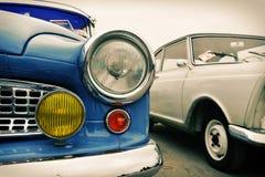 Framdel av den gamla bilen som är retro Royaltyfri Foto