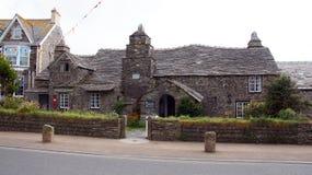 Framdel av den gamla stolpen Ofiice i Tintagel Arkivfoto