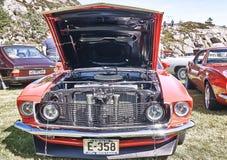 Framdel av den klassiska bilen i rött Royaltyfri Fotografi