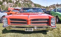 Framdel av den klassiska bilen i rött Royaltyfri Foto