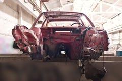 Framdel av den kraschade röda bilen Royaltyfria Bilder