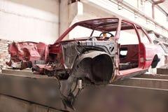 Framdel av den kraschade röda bilen Royaltyfria Foton