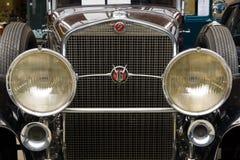 Framdel av den lyxiga bilen Cadillac V-16 Landaulet Arkivfoton