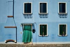 Framdel av det blåa huset på ön av Burano italy venice Royaltyfri Foto