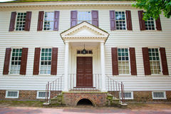 Framdel av det koloniala huset Arkivfoto