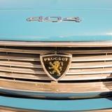 Framdel av en Peugeot 404 klassikerbil Royaltyfria Bilder