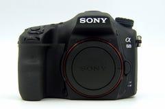 Framdel av en Sony Alpha 68, A68, kamerakropp Arkivfoto