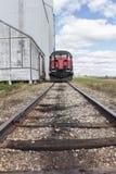Framdel av ett drev på en järnvägsspår Fotografering för Bildbyråer