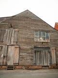 Framdel av för skeppsbyggerigård för trägammalt hus den lantliga lantliga sakkunniga Arkivbild