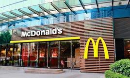 Framdel av McDonalds arkivfoton