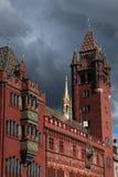Framdel av Rathausen i Basel mot en hota himmel Royaltyfri Bild