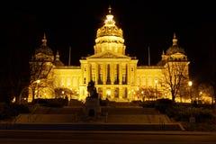 Framdel för byggnad för Iowa statKapitolium (natten) Fotografering för Bildbyråer
