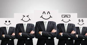 Framdel för innehav för framsida för leende för stående vitbok för affärsman lycklig Royaltyfri Foto