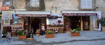 Framdelen av vin shoppar i Tropea Calabria Italien Royaltyfri Bild