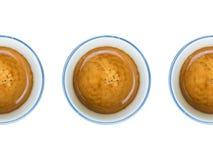 framdelen för fokusen för koppar för kaffekoppen har den drömlika att se det slappa fotoet arkivfoto