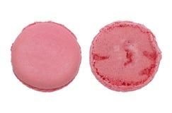 Framdelen och baksida av rosa färger cirklar makron som isoleras på vit Royaltyfri Bild