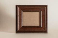 Frame de madeira da foto de Brown imagens de stock