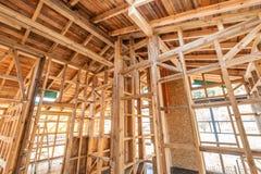 Frame de madeira de uma casa nova sob a construção Fotografia de Stock Royalty Free