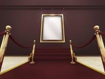 Frame de retrato dourado em uma galeria grande Foto de Stock