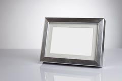 Frame de retrato em branco com trajeto de grampeamento Imagem de Stock Royalty Free