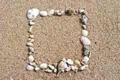 Frame do Seashell no fundo da areia Imagem de Stock Royalty Free