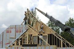 Frame e guindaste do telhado Fotografia de Stock Royalty Free
