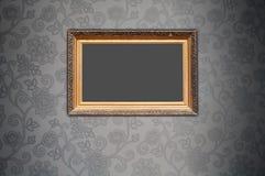 Frame em branco no papel de parede decorativo Fotografia de Stock Royalty Free