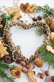 Frame Heart-shaped com decoração do Natal imagem de stock