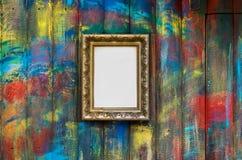 Frame op de geschilderde muur stock foto's