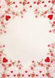 Frame van harten en rode roze bloemen Stock Foto's