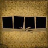 Frame vier met linten en boog aan oude foto's Royalty-vrije Stock Afbeeldingen