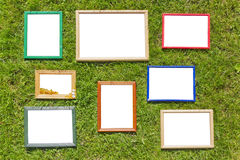 Frames de madeira da foto no gramado da mola Foto de Stock